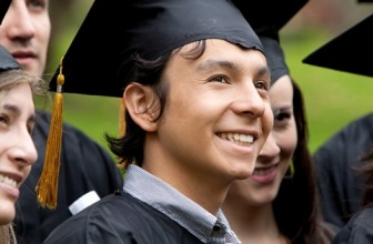 More Americans Plan to Buy Gifts This Graduation Season